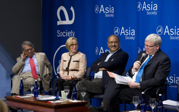 (L to R) Rakesh Mohan, Sandra Peterson, Shekhar Gupta, and Kevin Rudd discuss India's first year under Prime Minister Narendra Modi at Asia Society New York on June 16, 2015. (Elena Olivo/Asia Society)