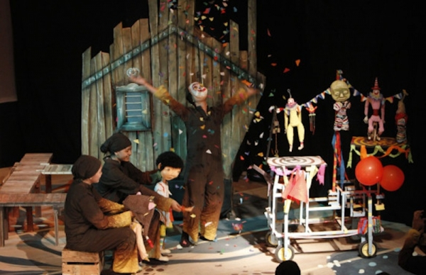 An image from the Papermoon Puppet Theatre's 'Mwathirika.' (Indra Wicaksono)