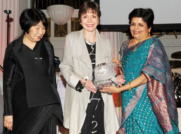Dr. Miyeko Murase (L) and Vishakha Desai (R) present the Collector's Award to Gratia Williams (C), accepting on behalf of Mary Griggs Burke. (Billy Farrell)