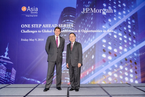 Nicolas Alejandro Aguzin (L), Chairman and CEO of Asia Pacific, J.P. Morgan, and Ronnie C. Chan, Co-Chair, Asia Society & Chairman, Hang Lung Properties in the symposium on May 9, 2014. (Asia Society Hong Kong Center)