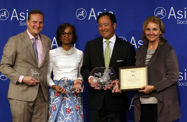 Jon Iwata of IBM (second to left) accepts the award for Overall Best Employer for Asian Pacific Americans from Asia Society's David Reid (L) and Josette Sheeran (R) (Ellen Wallop/Asia Society)