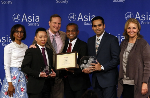 AT&T is honored at Asia Society's Best Asian Pacific American Employer Awards Ceremony. (Ellen Wallop/Asia Society)