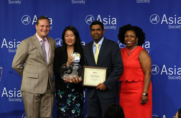 General Electric is honored at Asia Society's Best Asian Pacific American Employer Awards Ceremony. (Ellen Wallop/Asia Society)