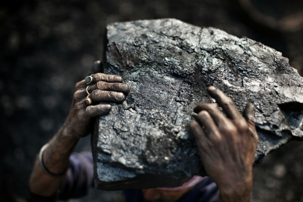 A miner transports coal. (Erik Messori)