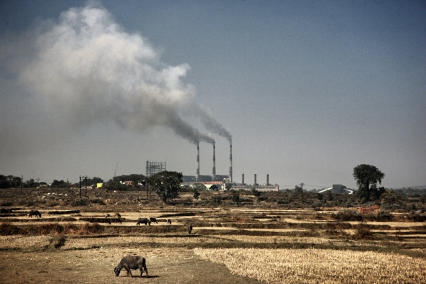 The Bokaro power plant burns coal extracted from Dhanbad and Jharia. (Erik Messori)