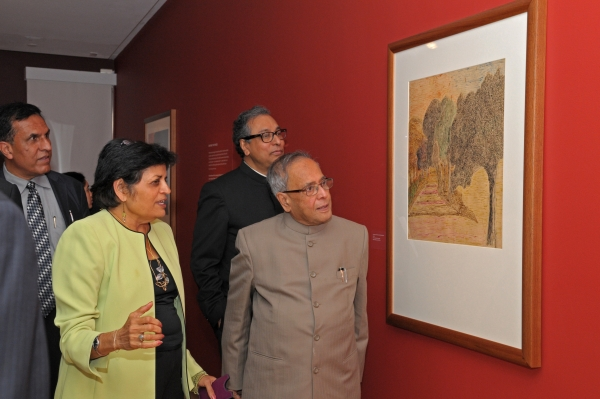 Asia Society President Vishakha Desai with Pranab Mukherjee at Asia Society Museum's Rabindranath Tagore exhibition in New York City in September 2011. (Elsa Ruiz/Asia Society)