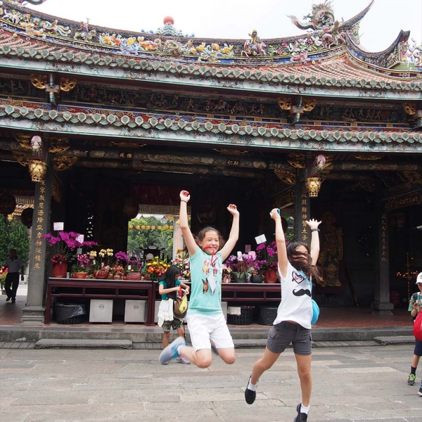 Fifth graders enjoy the sights of Taiwan. (Chinese American International School)