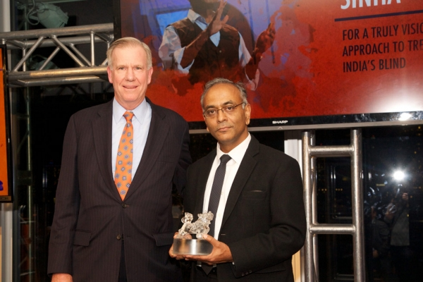Frank Brown, left, presents an Asia Game Changer Award to Pawan Sinha. (Ann Billingsley/Asia Society)