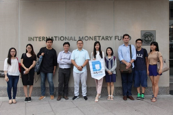 The Young Scholars visit the IMF in Washington, D.C., for a discussion on global human migration. (Jenny Xu)