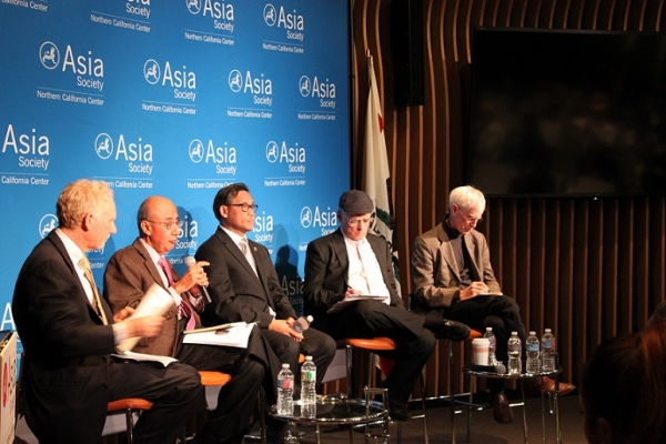 Rafiq Dossani (holding the mic) is the Director of Center for Asia-Pacific Policy at the RAND Corporation. (Yiwen Zhang/Asia Society)