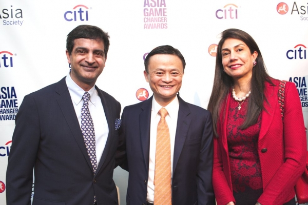L to R: Sandeep Mathrani, Jack Ma, and Ayesha Mathrani. (Ann Billingsley/Asia Society)