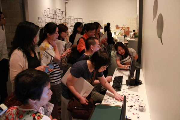 Teachers and educators learnt about the exhibits in the Educators' Tour on June 14, 2014 (Asia Society Hong Kong Center)
