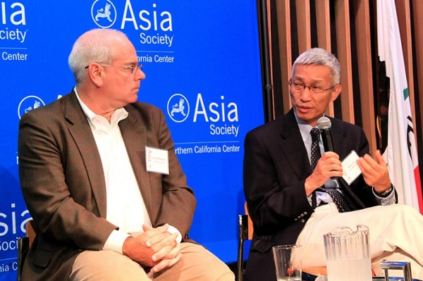 Lenny Mendonca listens as Minxin Pei speaks (Asia Society)
