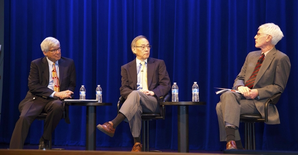 Geoffrey Cowan of The Annenberg Retreat at Sunnylands (left) co-moderated a discussion with the former U.S. Secretary of Energy, Steven Chu (middle), with Orville Schell of the Asia Society (Lisa Sze Photography)