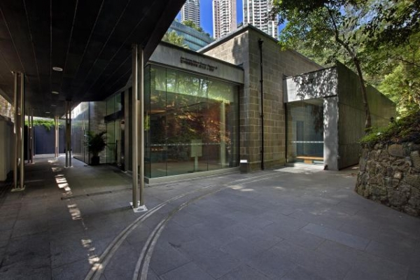 Today, the former Magazine A has been converted into Chantal Miller Gallery (formerly Asia Society Gallery), a perfect space for hosting different exhibitions. (Asia Society Hong Kong Center)