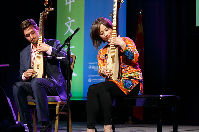 Pipa virtuoso Wu Man plays with her student Henry Knight. (David Keith)