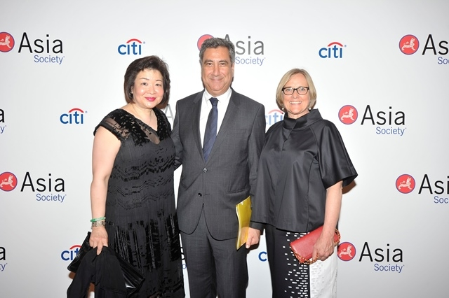 (L to R) Donna Leong, Basaam Salem, Suzanne Gyorgy of Citi at Asia Society's second annual Art Gala on May 12, 2014. (Asia Society Hong Kong Center)