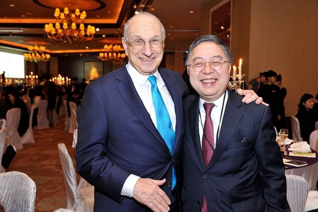 (L to R) Harold Newman and Ronnie C. Chan at Asia Society's second annual Art Gala on May 12, 2014. (Asia Society Hong Kong Center)