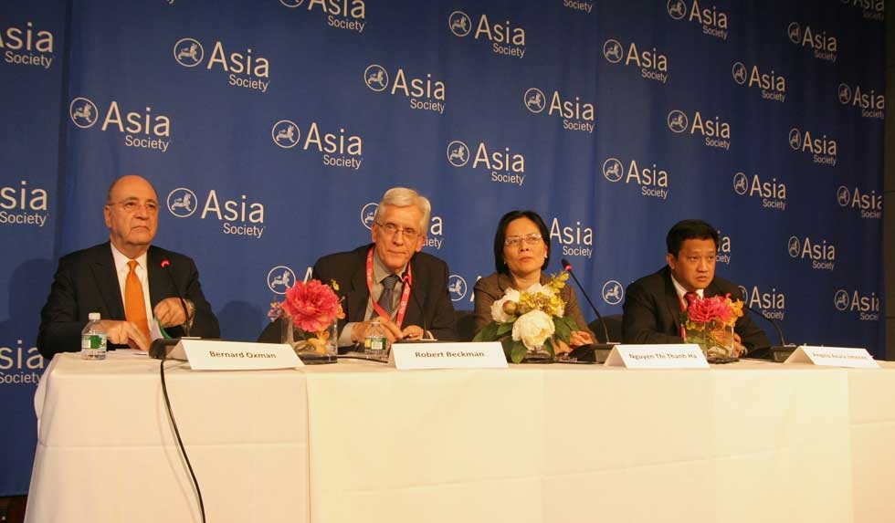 L to R: Bernard Oxman, Robert Beckman, Nguyen Thi Thanh Ha, and Angelo Azura Jimenez at a panel on international law on March 14, 2013. (Feng Feng/Asia Society)
