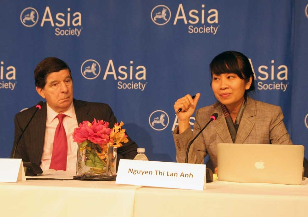 David Denoon of the New York University Center on U.S.-China Relations (L) and Nguyen Thi Lan Anh of the Diplomatic Academy of Vietnam (R) at the March 14 panel on the origins of current South China Sea disputes. (Feng Feng/Asia Society)