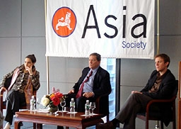 Left to right: Sarah Chayes, Richard Holbrooke, Nicholas Schmidle (Azadeh Fartash/Asia Society)
