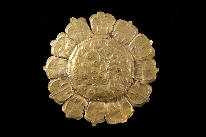 Lotus. Fu Nan period, 7th–8th century. Go Xoai site, Duc Hoa District, Long An Province. Gold foil. Long An Museum, BT87-M1-V-2. (Kaz Tsuruta, Asian Art Museum of San Francisco)