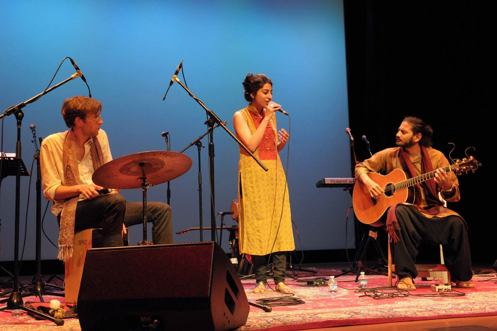 Singer Arooj Aftab (C), accompanied by Jorn Bielfeldt (L) and Bhrigu Sahni (R), opened the show at Asia Society New York on April 28, 2012. (Elsa Ruiz/Asia Society)
