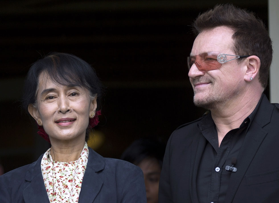 Suu Kyi (L) and U2 singer Bono arrive on June 18, 2012 for a press conference at the Oslo Forum at Losby Gods in Lorenskog, Norway. (Daniel Sannum-Lauten/AFP/Getty Images)