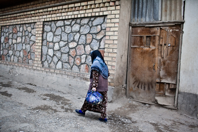 An old Kyrgyz woman walks through the back alleys of the Jalalabad Bazaar. (Sue Anne Tay)