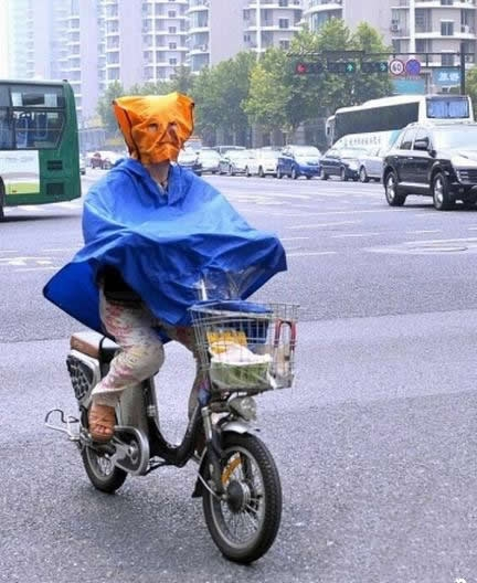 Another take on full-body protection while cycling. (KL688)