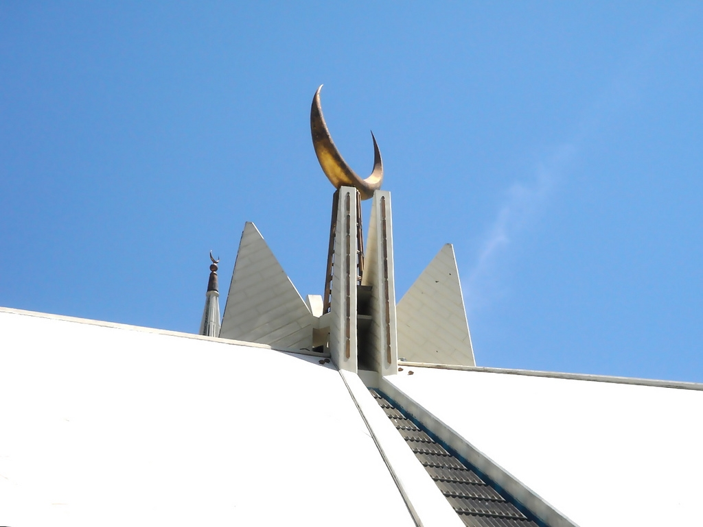 Shah Faisal Mosque in Islamabad. (Farrukh/Flickr)