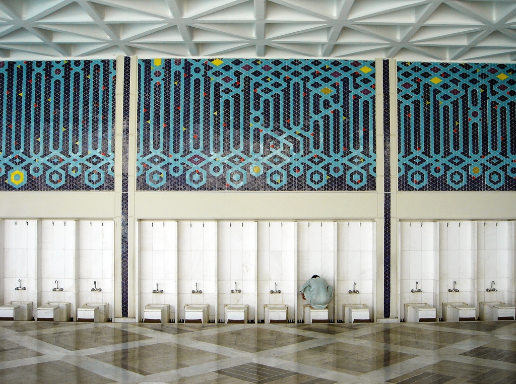 Ablution stations at Faisal Mosque in Islamabad. (Farrukh/Flickr)