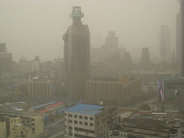 Smog in central Shanghai. (oliverlaumann/Flickr)
