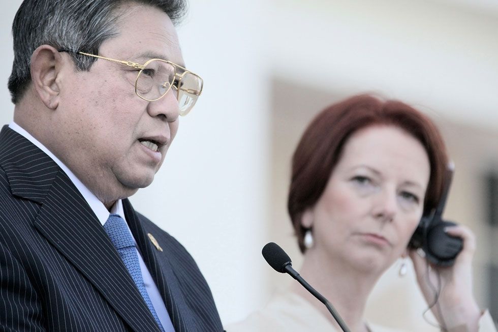 Australian Prime Minister Julia Gillard (R) listens as Indonesian President Susilo Bambang Yudhoyono speaks during a press conference at the Northern Territory Parliament House in Darwin on July 3, 2012. (Daniel Hartley-Allen/AFP/GettyImages)