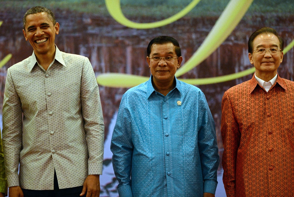 "L to R: President Obama, Cambodian Prime Minister Hun Sen and Chinese Prime Minister Wen Jiabao pose for a ""family photo"" ahead of a gala dinner at the ASEAN summit in Phnom Penh on Nov. 19, 2012. (Christophe Archambault/AFP/Getty Images)"