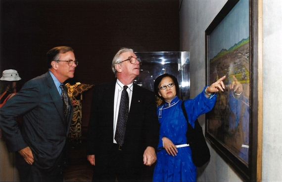 "Jan Fontein (center) examines a painting with Marshall Bouton (left) and another attendee at Asia Society, New York's 2000 opening of ""Dancing Demons: Ceremonial Masks of Mongolia."" (Elsa Ruiz/Asia Society)"