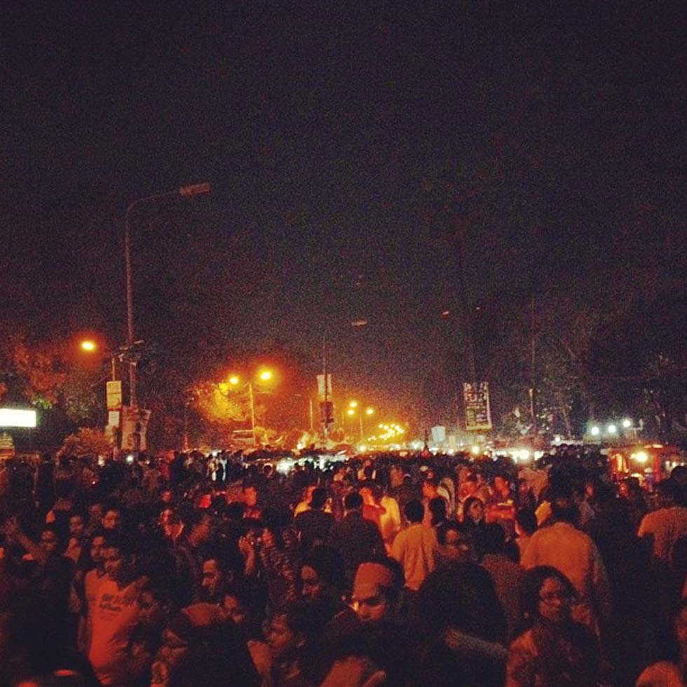 As evening sets in and the orange street lamps light up, the swell of protestors shows no signs of receding at Shahbag. (Naorose Bin Ali)