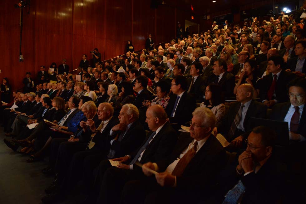 A sold-out crowd filled the Asia Society New York auditorium on May 21, 2013. (Kenji Takigami)