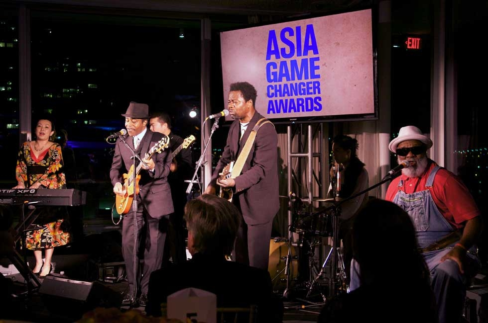 Musicians with the Playing for Change organization closed out the evening at the United Nations on Oct. 16, 2014. (Ann Billingsley/Asia Society)