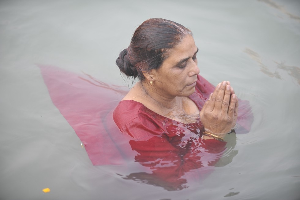 A Hindu pilgrim takes a royal bath in the Ganges River. (Tom Carter)