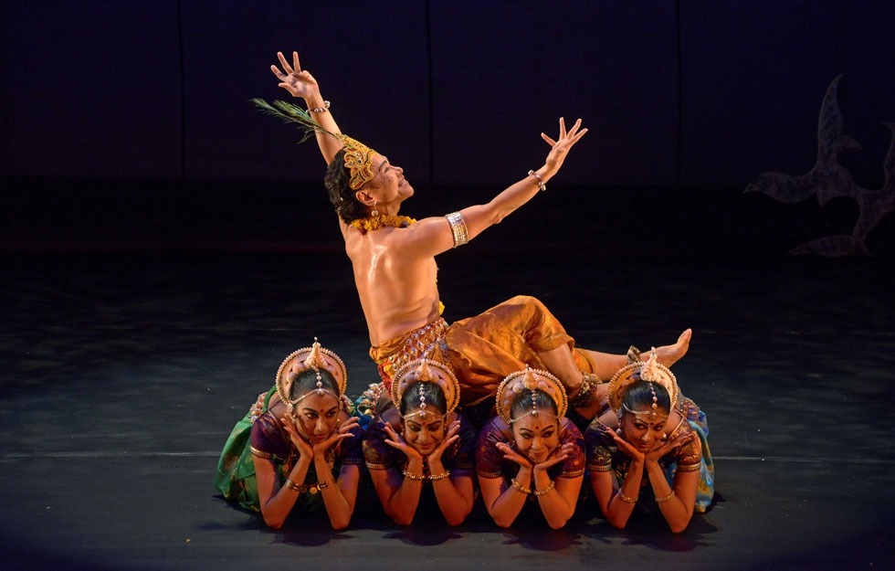 Ramli Ibrahim (top) and members of Sutra Dance Theater at Asia Society New York on Nov. 6, 2014. (Elsa Ruiz/Asia Society)