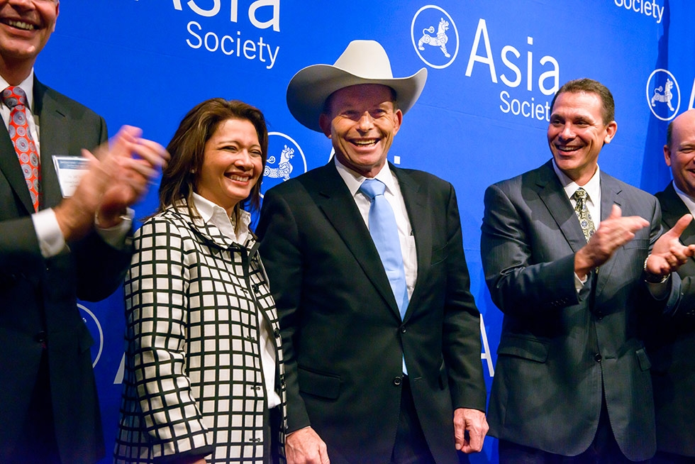 Australian Prime Minister Tony Abbott (C) enjoys some local flavor in Houston with Bonna Kol, Executive Director of Asia Society Texas on June 13, 2014. (Jeff Fantich)