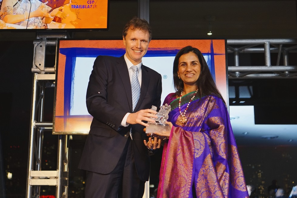 Asia Society Trustee Stephen Bird presents ICICI Bank CEO Chanda Kocchar with her Asia Game Changer award on October 13, 2015. (Jamie Watts/Asia Society)