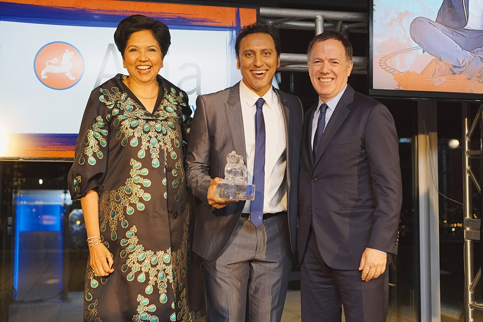 Asia Society trustees Indra Nooyi (L) and Nicolas Rohatyn (R) present Aasif Mandvi (C) with his Asia Game Changer award on October 13, 2015. (Jamie Watts/Asia Society)