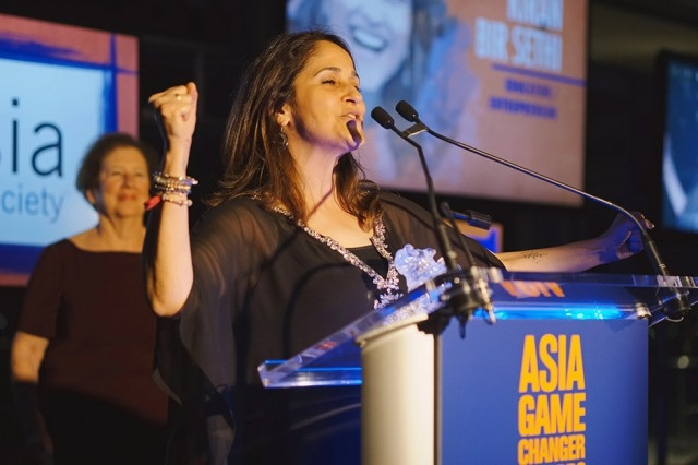 Riverside School founder Kiran Bir Sethi speaks in New York on October 13 after receiving her Asia Game Changer award, recognizing her innovative solutions to promoting education in India. (Jamie Watts/Asia Society)