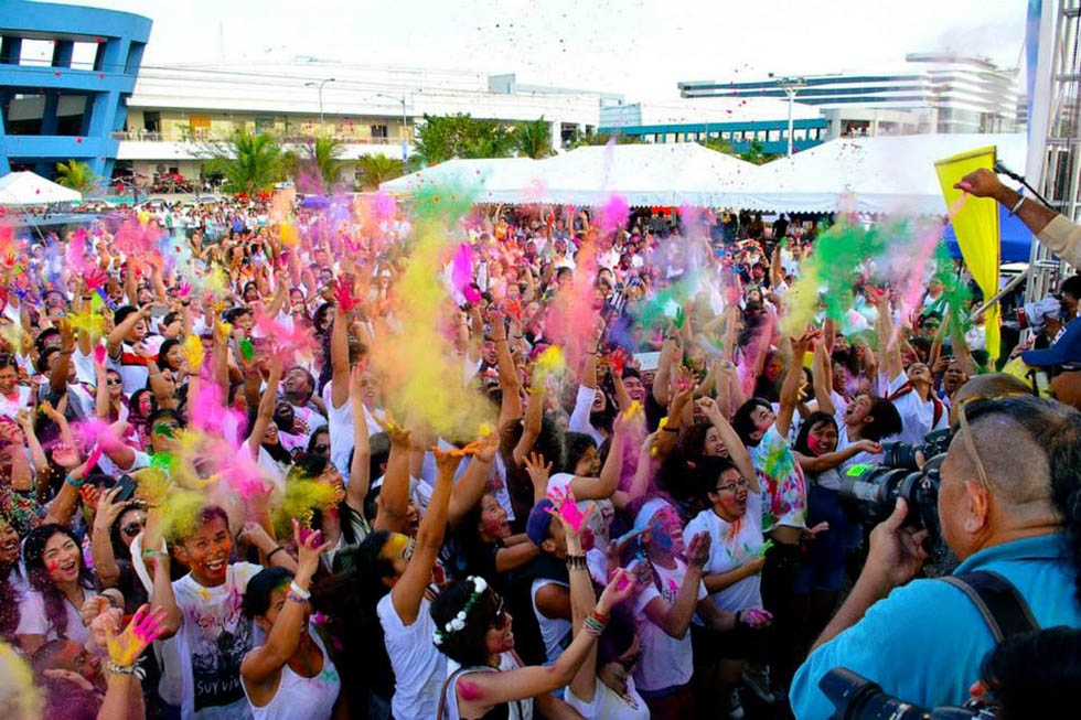 The third annual colorful HOLI Festival along the scenic Manila Bay in the Philippines was attended by over 2,000 people on March 1, 2015. The program was organized by Asia Society Philippines in partnership with the Embassy of India, Federation of Indian Chambers of Commerce, SingIndia, and Indian Ladies Club. (Richmond Chi/Asia Society)
