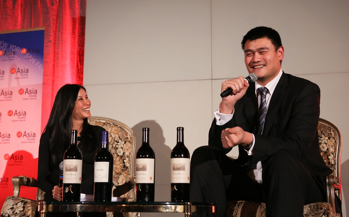 "From left, host journalist Lisa Ling interviews Yao Ming, honored as ""Visionary of the Year"" during the Asia Society Southern California 2013 Annual Gala held at the Millennium Biltmore Hotel on Tuesday, February 19, 2013 in Los Angeles, Calif. (Photo by Ryan Miller/Capture Imaging)"
