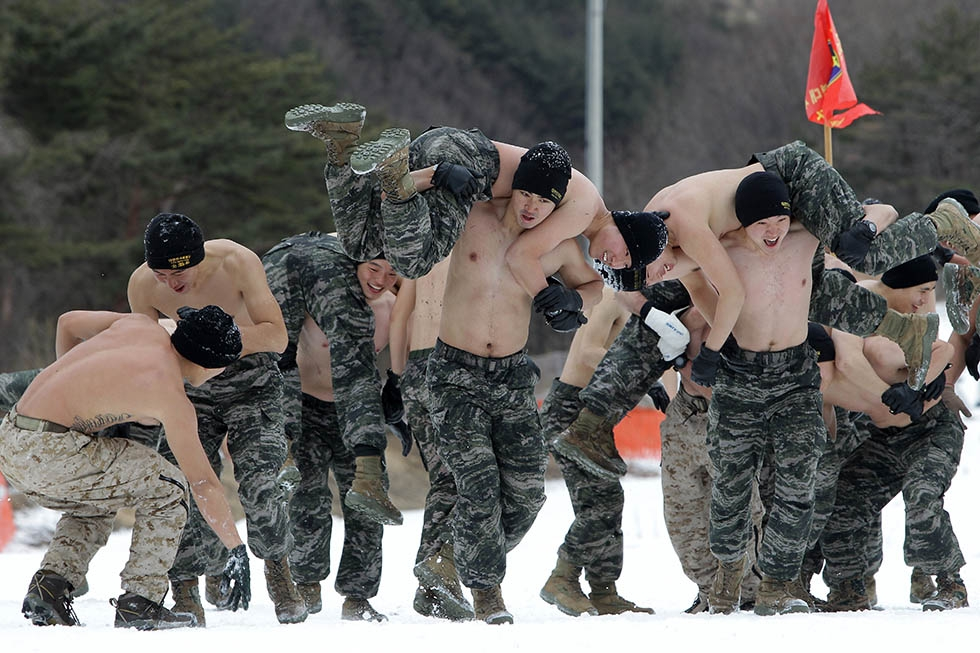 U.S. Marines from 3rd Marine Expeditionary force deployed from Okinawa, Japan, participate in a winter military training exercise with South Korean soldiers on January 28, 2016 in Pyeongchang, South Korea. (Chung Sung-Jun/Getty)