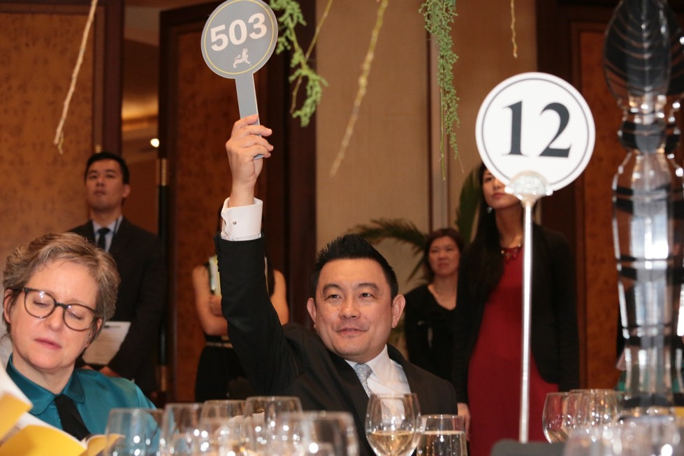Boon Hui Tan, Vice President of Global Arts & Cultural Programs and Director of Asia Society Museum, places an absentee bid on behalf of a guest at the 2016 Asia Arts Awards.