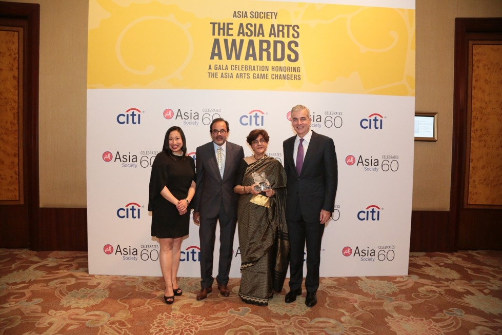 From left to right: Michelle Yun, Senior Curator of Modern and Contemporary Art, Asia Society; Salim Currimjee, Director/Founder of the Institute of Contemporary Art Indian Ocean (ICAIO), Mauritius; 2016 Asia Arts Awards honoree Nalini Malani; and Fernando Zobel de Ayala, Asia Society Trustee.